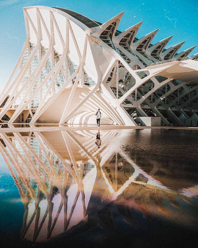 1. @sam.travel- Valencia